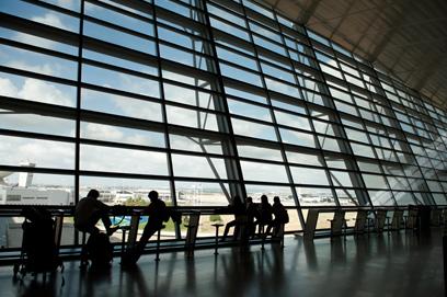 פחות טיסות יגיעו לישראל? נמל התעופה בן גוריון (צילום: בני דויטש)