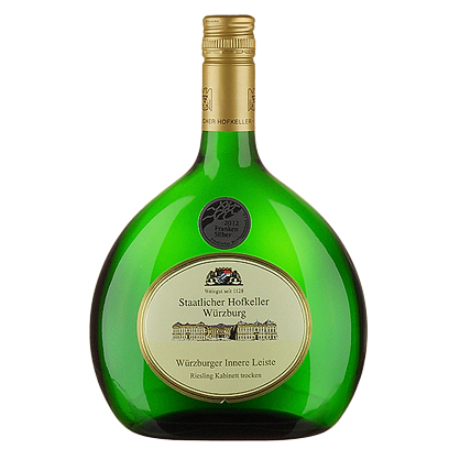 מזכיר קצת מתיאוס בצורתו. בקבוק יין-פרנאקן לבן (ריזלינג, במקרה זה) של הופקלר