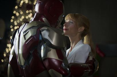 """גווינת' פאלטרו ורוברט דאוני ג'וניור ב""""איירון מן 3"""". יכול להיות שזה נגמר? ()"""