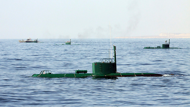 Iranian army hold naval drill (Photo: AP)