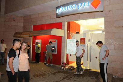 סניף הבנק בבאר שבע, הערב (צילום: הרצל יוסף)