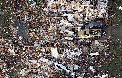 """""""מכוניות עפו לכל מקום"""". ההרס באוקלהומה (צילום: AP)"""