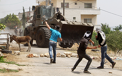 Palestinian stone throwers. Archive (Photo: AFP)