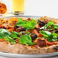 פיצה עם נקניקיות מרגז צילום: איל קרן