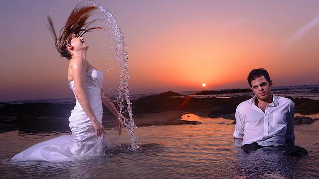 More weddings, illustration (Photo: Assaf Tamam)