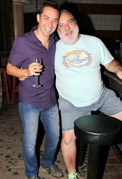 שימי ריגר עם בנו, איש הטלוויזיה, יהונתן ריגר (צילום: ראובן שניידר)