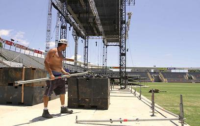 מערכת הגברה שמפזרת את הסאונד באיצטדיון (צילום: עידו ארז)