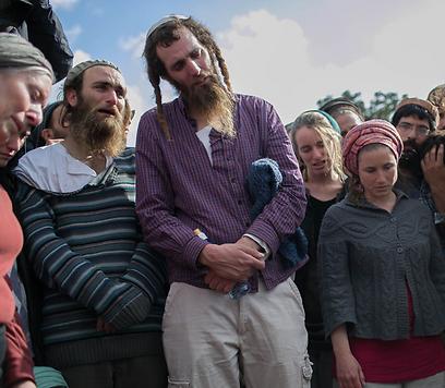הרב שיבי פרומן בהלוויית אביו (צילום: אוהד צויגנברג)