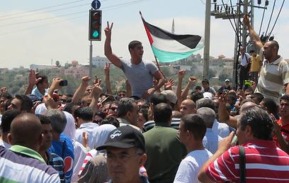"""ההפגנה. """"נמשיך להיאבק בכל מקום"""" (צילום: חסן שעלאן)"""