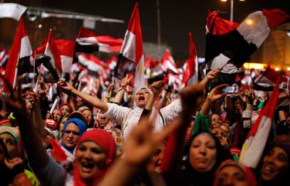 החגיגות בכיכר תחריר, עם פרסום ההודעה על הדחת מורסי (צילום: רויטרס)