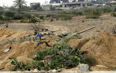 חיילים מצרים במעבר רפיח, השבוע (צילום: AFP)