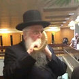 MK Porush blows the shofar