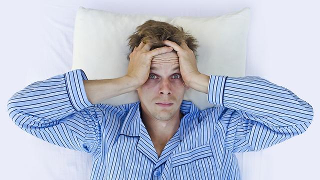 סלקו את כל מה שמפריע לכם להירדם (צילום: shutterstock)