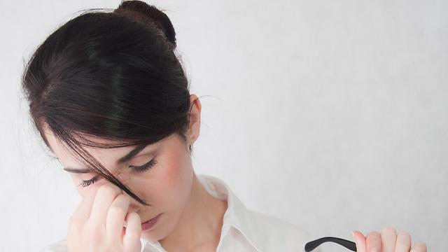 כאבי ראש ונטייה לעילפון. תופעות הלוואי של החיסון (צילום: shutterstock)