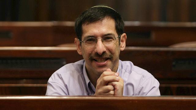 Orbach in the Knesset (Photo: Alex Kolomoisky)