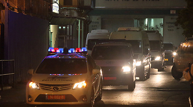 Convoy leaves Ayalon Prison (Photo: Motti Kimchi)