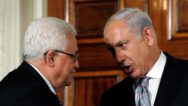 Netanyahu and Abbas. Informal dialogue (Archive photo: Reuters) (Photo: Reuters)