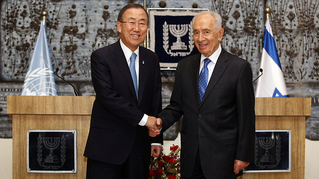 Ban Ki-moon and Peres in Jerusalem (Photo: AFP)