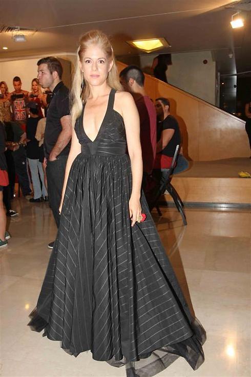 אילון נופר בשמלה דרמטית (צילום: ענת מוסברג)