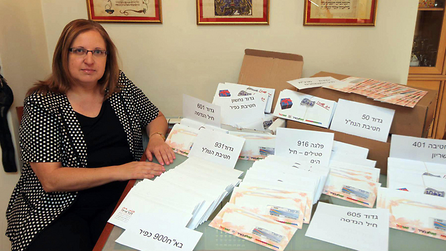 Shifra Shahar with the donations (Photo: Gil Yohanan)