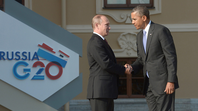 Putin, Obama shake hands at G20 Summit (Photo: EPA)