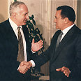 Netanyahu and Mubarak in 1996 Photo: Tzvika Tishler, Yedioth Ahronoth archive