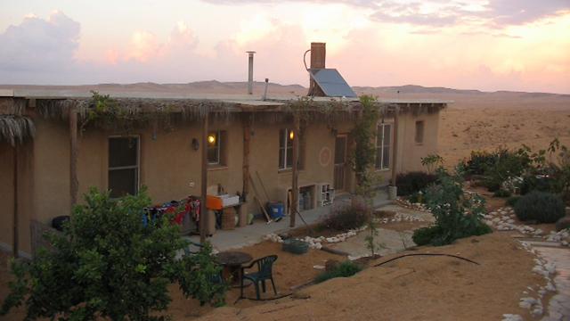 """הבית האקולוגי בבאר מילכה. """"בית נושם"""" (צילום: משפחת גורני, רמת הנגב)"""