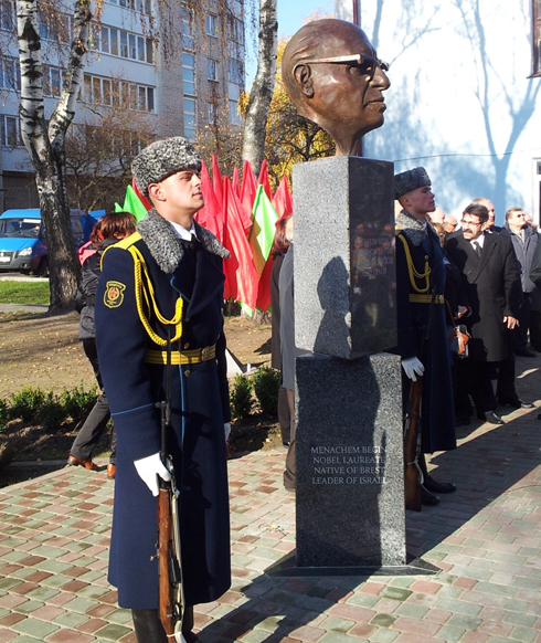 Unveiling ceremony for Begin monument (Photo: Ahiya Raved)