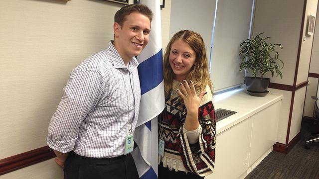 התאהבו במהלך ביקור בישראל ()