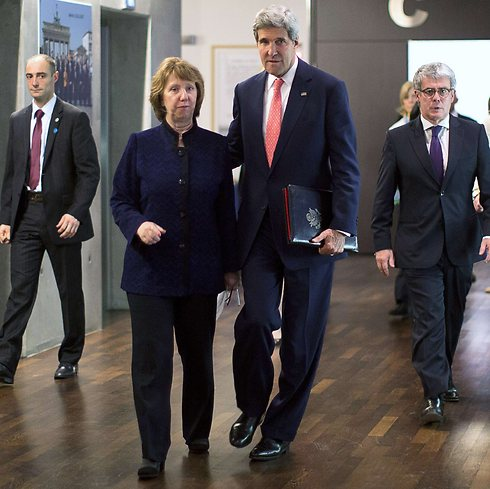 Kerry with EU's Ashton in Geneva (Photo: AFP)