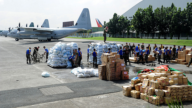 Aid organizations unloading supplies (Photo: AFP)