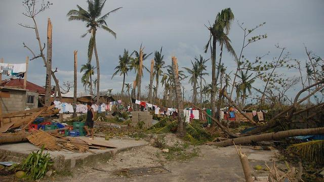 Typhoon damage in Malapascua (Photo: Dov Zingerman)