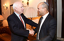 Bennett with McCain (Photo: Shmulik Almani)