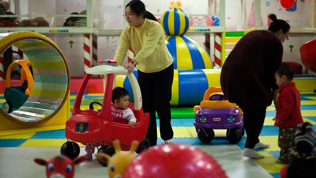גם לעירוניים יותר ללדת שני ילדים. סין (צילום: AP)