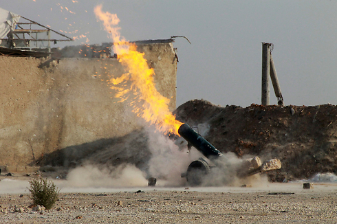 Assad's artillery outside Damascus (Photo: Reuters) Photo: Reuters