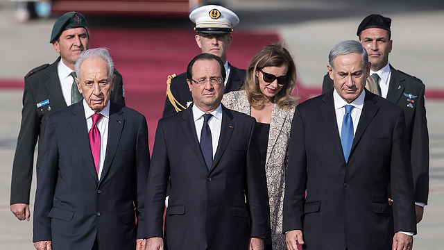 Hollande arrives in Israel (Photo: EPA)