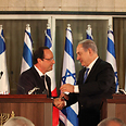 Hollande and Netanyahu. 'We must not be impressed by embraces and declarations of love' Photo: Yoav Dudkevitch