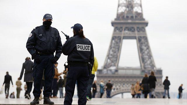 כוננות משטרתית באזור מגדל אייפל (צילום: AFP)