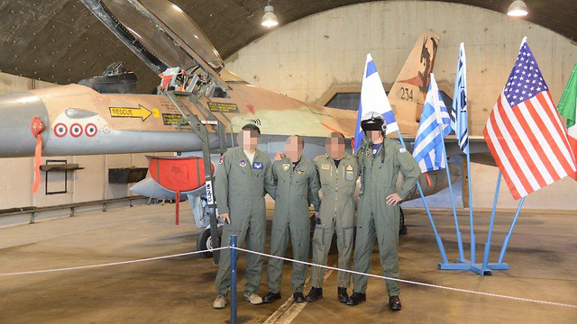 US, Italy, Greece, and Israeli pilots before the drill (Photo: Yair Sagi) (Photo: Yair Sagi)