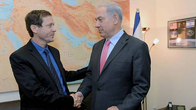 Labor Chairman Herzog with PM Netanyahu (Photo: Kobi Gideon, GPO) (Photo: Kobi Gideon/ GPO)