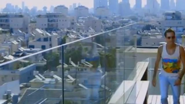 """עברי לידר ב""""אקס פקטור"""". צולם על גג מלון ()"""