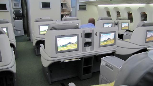 Dreamliner's business class. Large screens, spacious seats (Photo: Danny Sadeh)