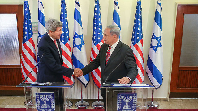 Kerry with Netanyahu (Photo: Noam Moskovitch, GPO)