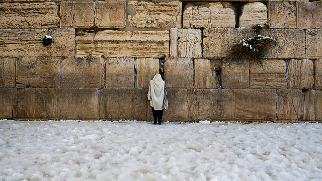 Western Wall in white (Photo: EPA)
