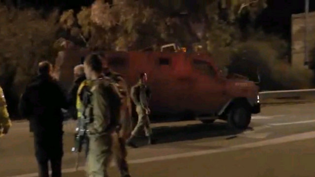 IDF forces at scene of attack (Photo: Ido Becker)