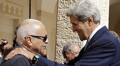 Kerry with Arab League head Nabil Elaraby (Photo: AFP)