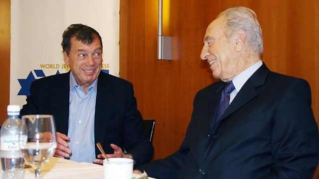 Bronfman with Peres. 'He was a born leader yet a man of deep convictions' (Photo: Yitzhak Elharar, Scoop 80)