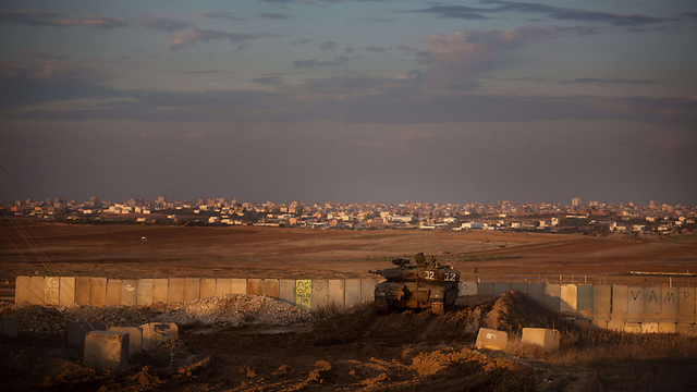 Israeli tank overlooking southern Gaza (Archive photo: AFP)