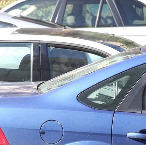 נדב ועדי בתוך האוטו (צילום: מוטי לבטון)