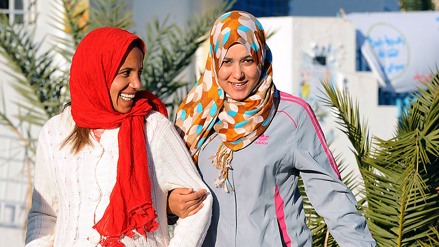 Tunisian women wearing hijabs (Photo: AFP)